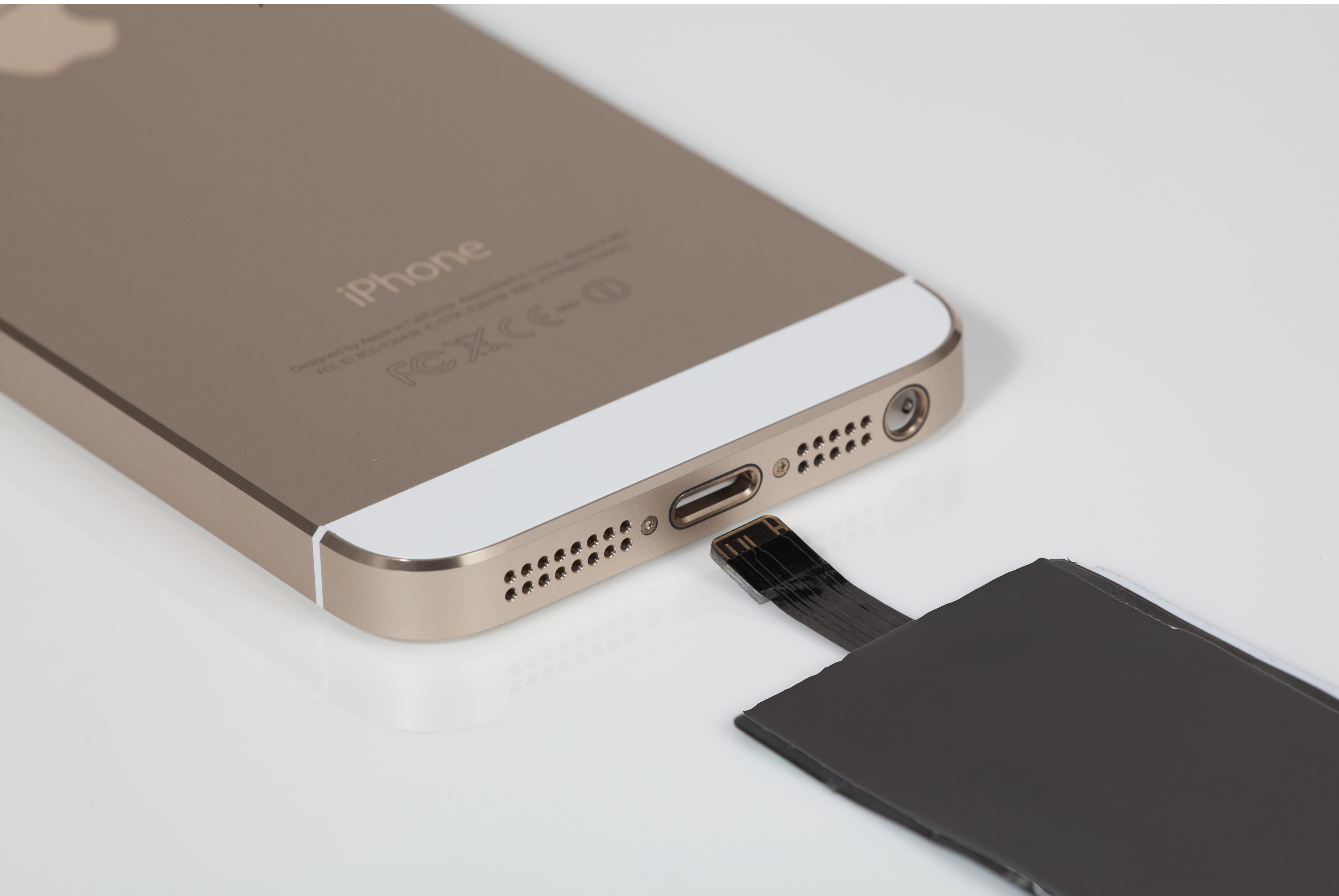 ... is a seemless way to wirelessly charge your iPhone 5s, 5C u0026 5